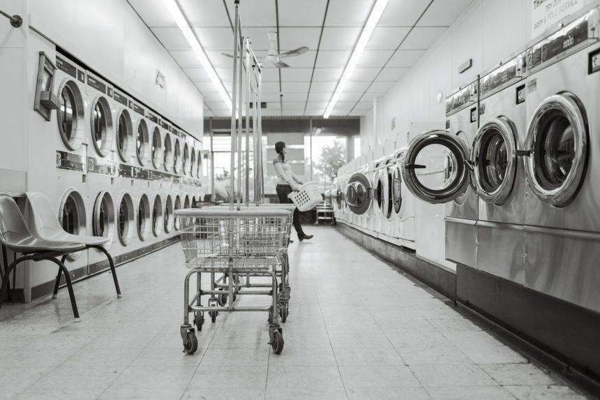 Dlaczego klienci wybierają współpracę z małymi pralniami?