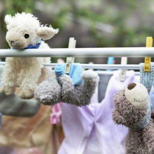 Czy pralnia to dobre miejsce na oddawanie pościeli ze żłobków?