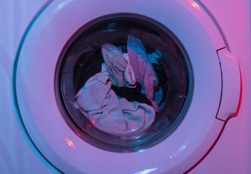 Pralnia przemysłowa – czym różni się od domowego prania?